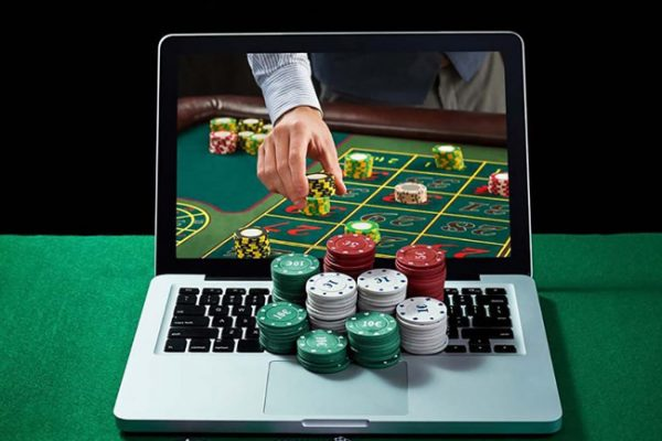 Pros and Cons of being a live casino dealer
